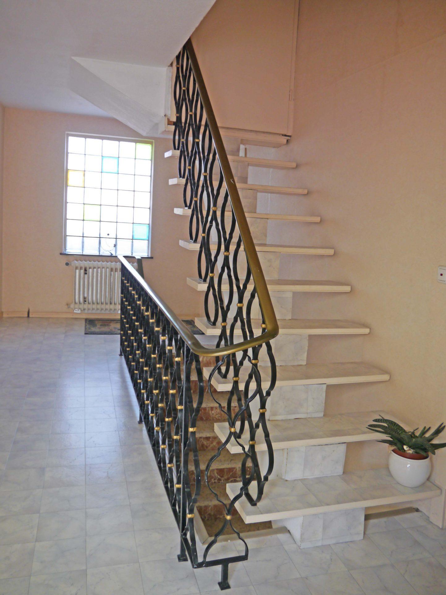 juras immobilien mainz treppe zum dachboden. Black Bedroom Furniture Sets. Home Design Ideas