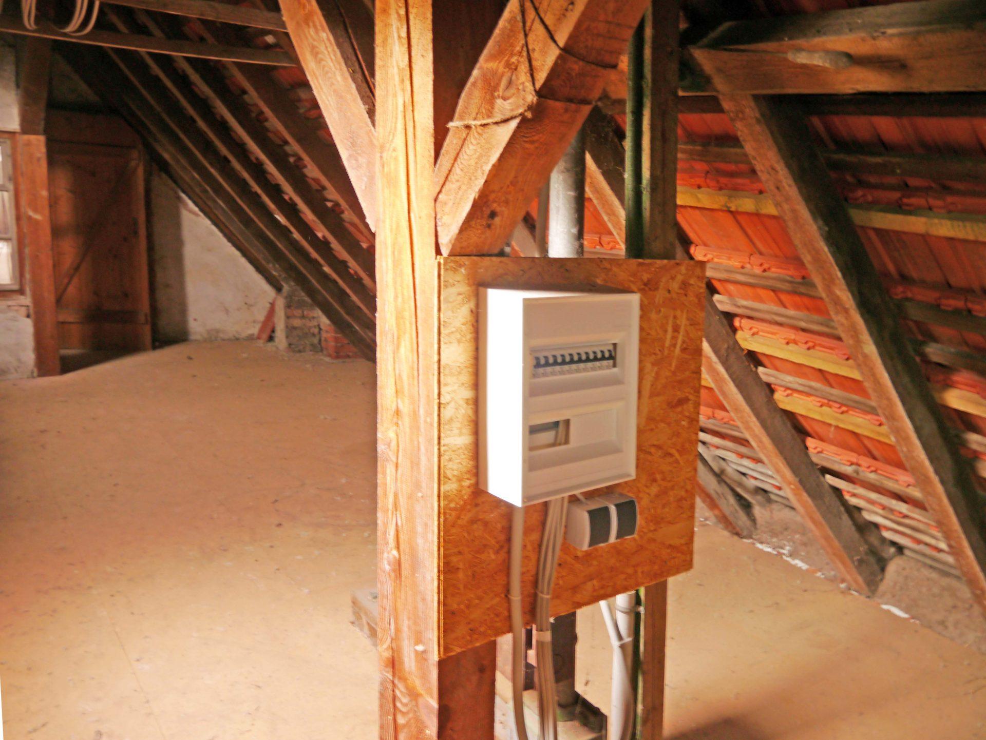 Malerisch Dachboden Foto Von Dachboden, Unterverteilung